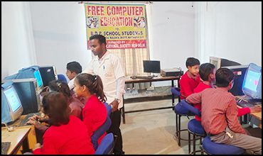 Students-Learning-Computers-in-the-Lab